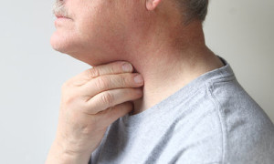pain in one side of throat when swallowing