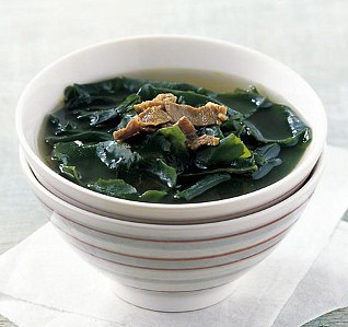 eating seaweed soup