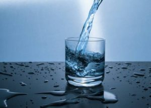 benefits of drinking one gallon of water a day